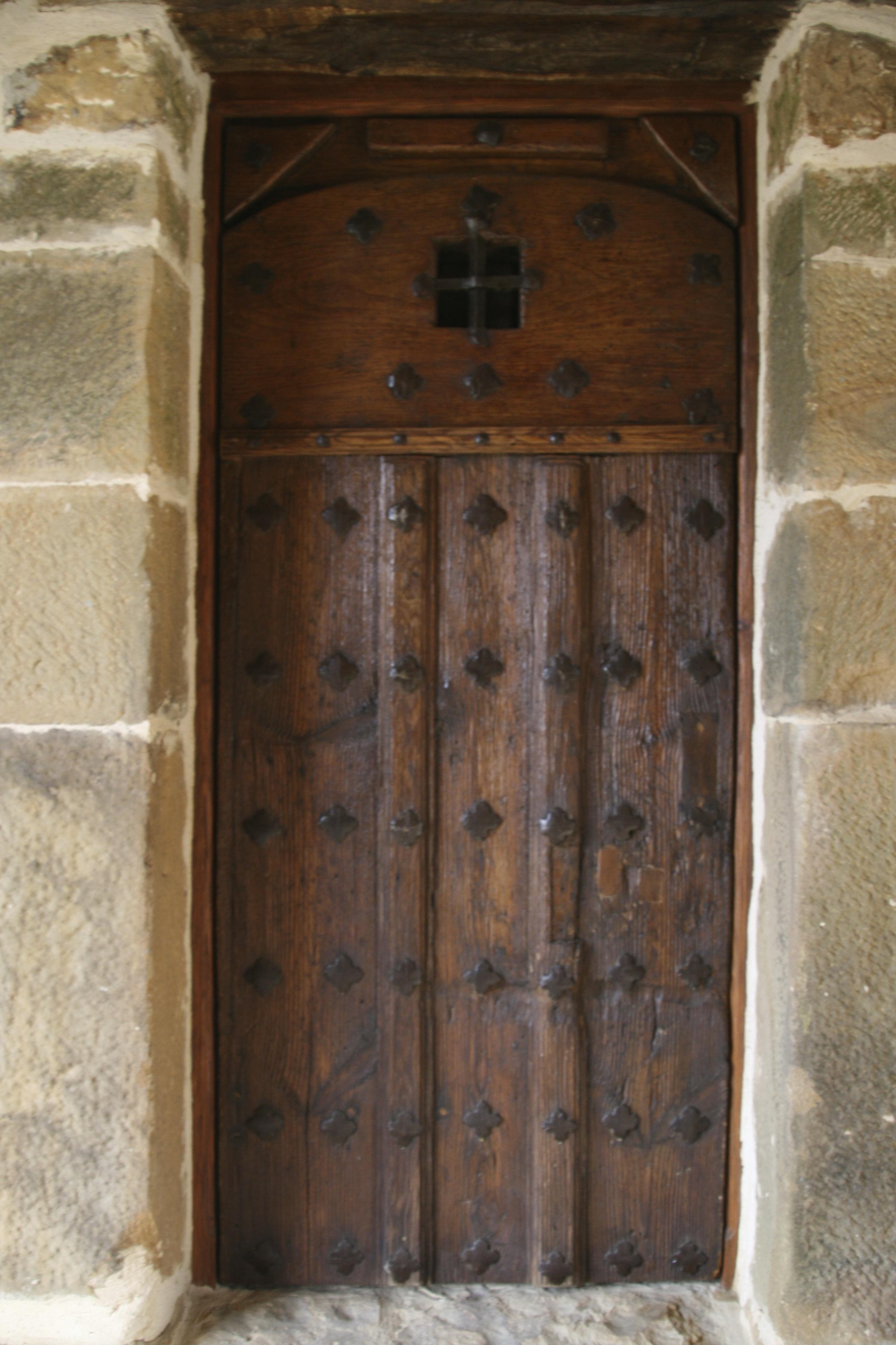 https://navamuel.com/images/Edificios/Puerta.jpg